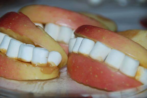Dentaduras con manzanas