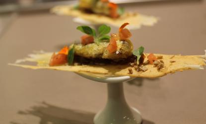 Sardinas sobre galleta de pipa